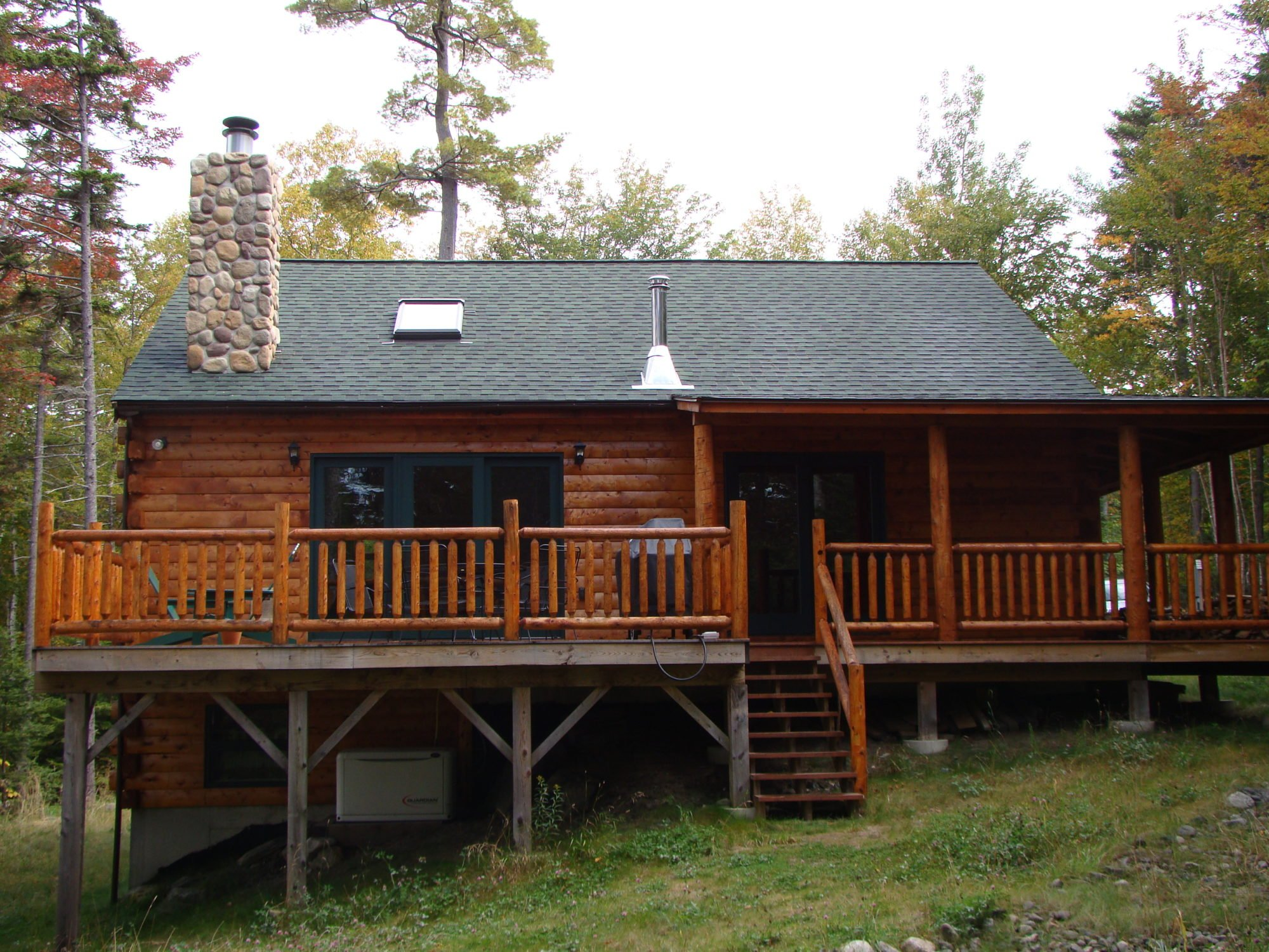 Moosehead hills cabins rustic luxury log cabin rentals for Cabin rentals in maine with hot tub